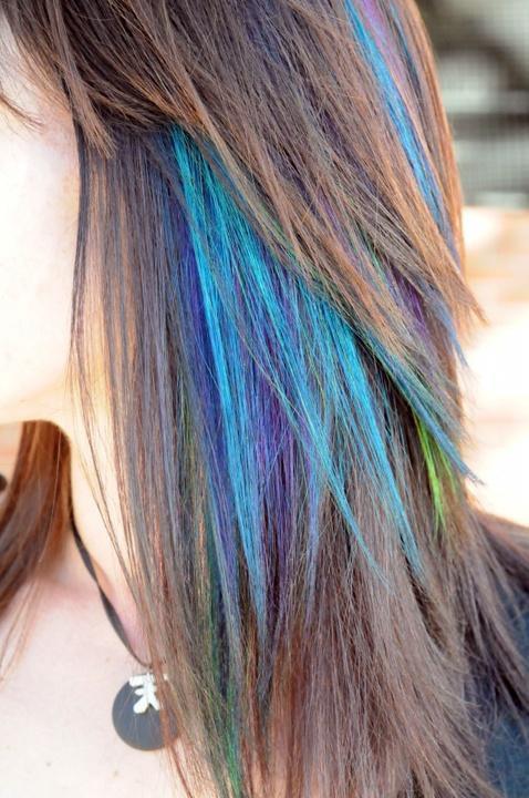 Coloration cheveux pointe bleu