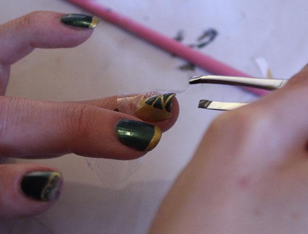nail-art-Navidad-árbol-dore color-mania
