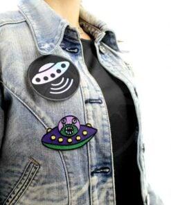 Patch Soucoupe Volante Noir Holographique et Soucoupe Volante Alien | Color Mania
