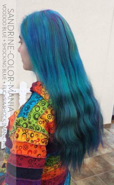 ¡Gracias, Sandrine! Longitudes: azul vudú, raíces: impactante azul, mechas: descarga fucsia (pánico maníaco)