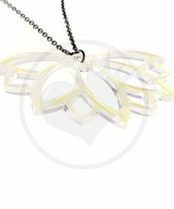 Collier Fleur de Lotus Transparent Irisé | Color-Mania
