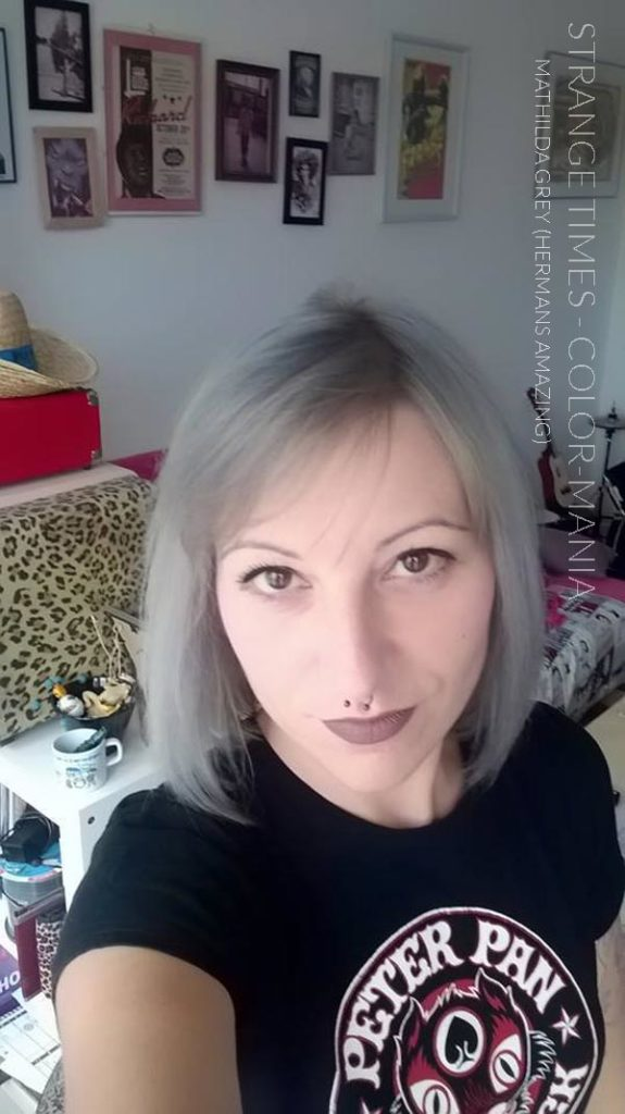 Merci Strange Times :) Coloration Cheveux Gris Granny Mathilda Grey - Herman's Amazing | Color-Mania