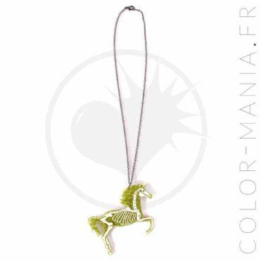 Collier Licorne Squelette Paillettes Dorées | Color-Mania