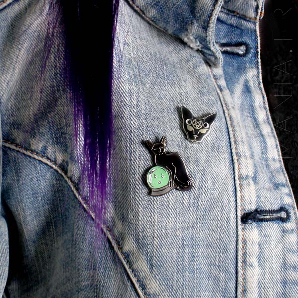 Pin's Chat Mystique Noir et Chat Boule de Cristal | Color-Mania