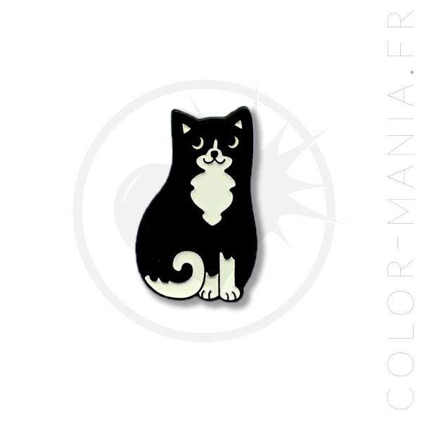 Pin blanco y negro del gato | Color-Mania