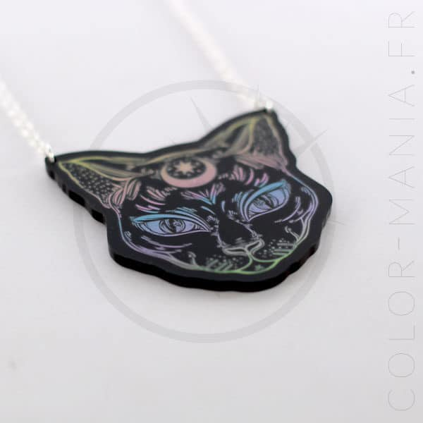 Collar negro místico del gato negro en colores pastel | Color-Mania