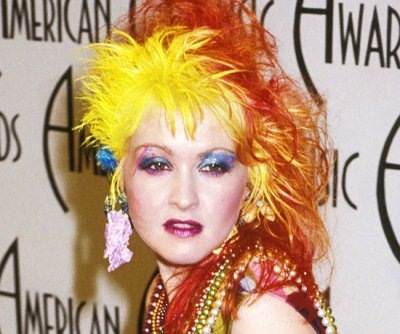 Cindy Lauper avec coloration cheveux Manic Panic