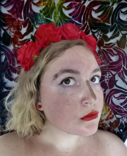 Couronne de Fleurs Roses Rouges - Banned photo review